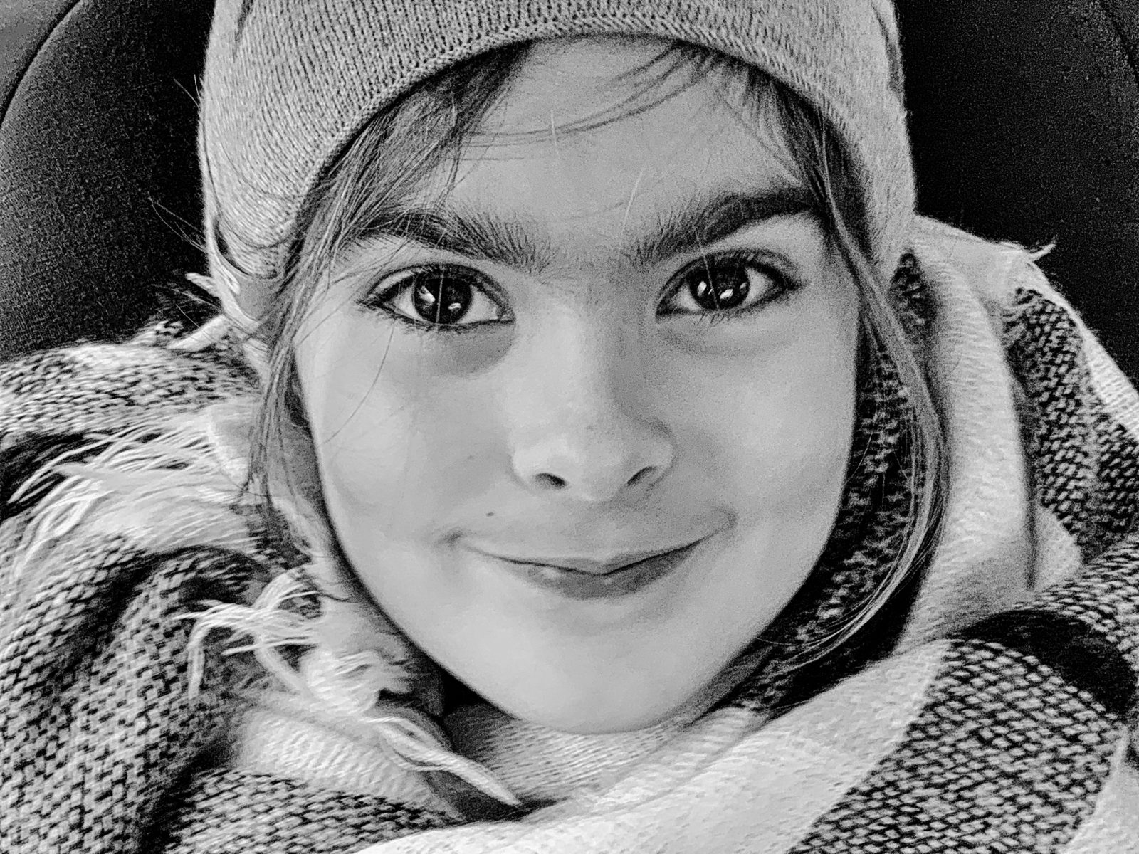 portret dziewczynki w czapce