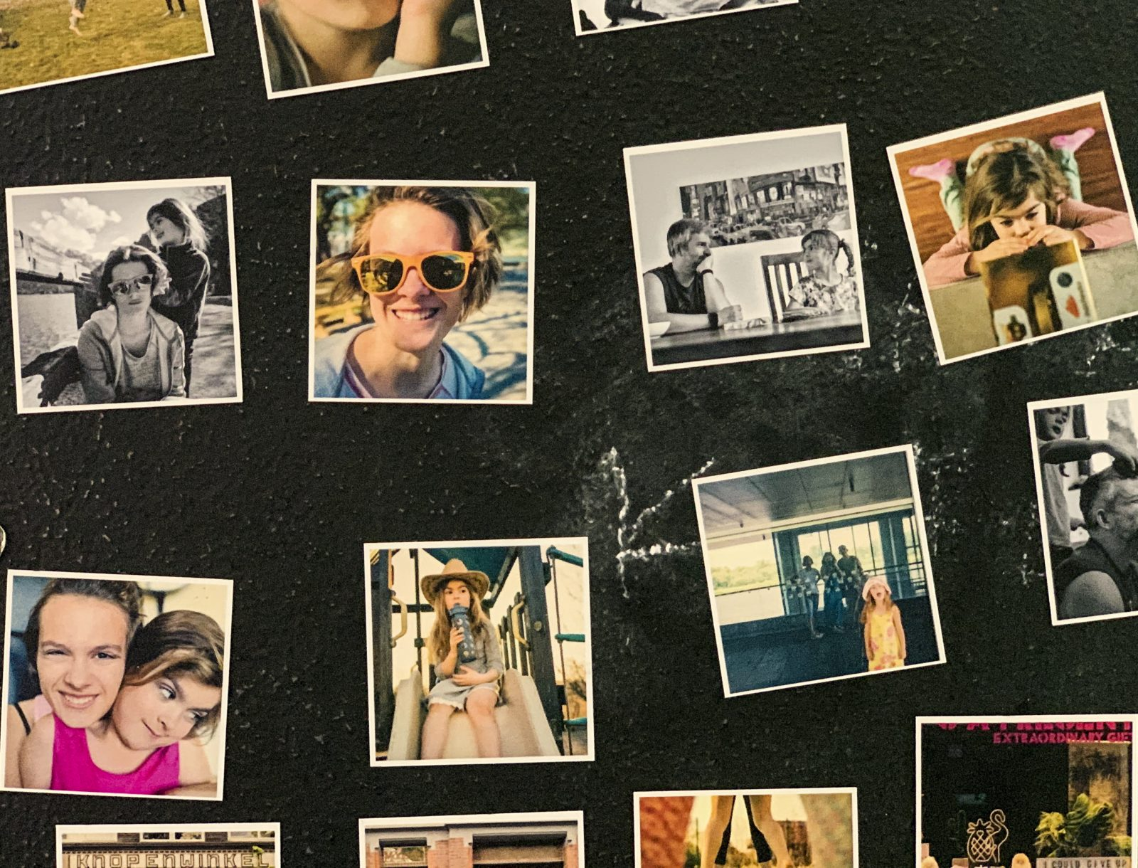 magnesy ze zdjęciami na ścianie socialdruk